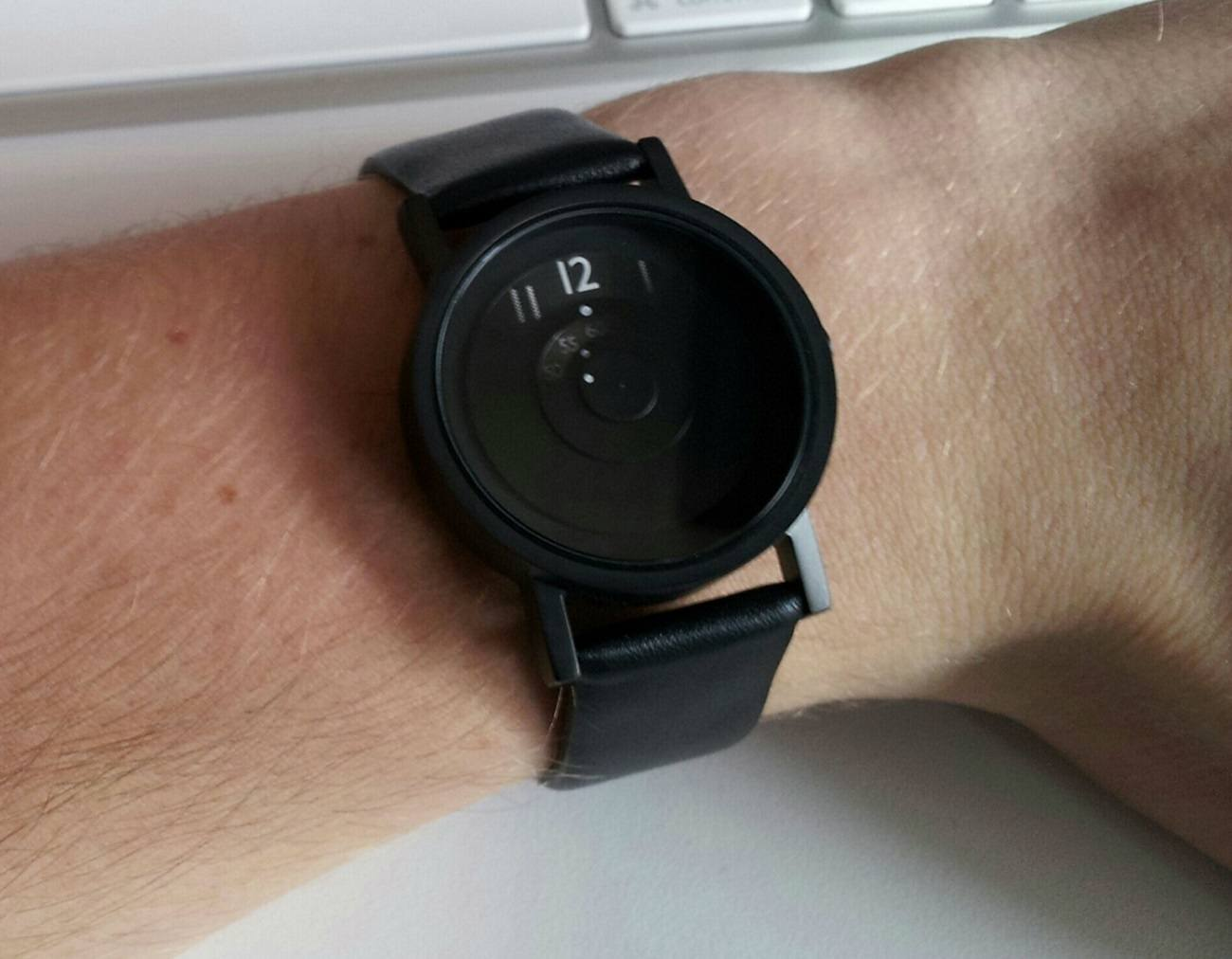 Reveal Watch – Highlighting Time Fading Away in the Past