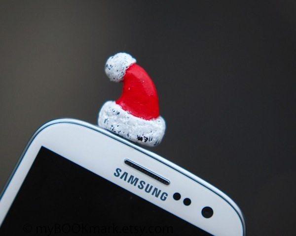 santa-hat-dust-plug-by-mybookmark