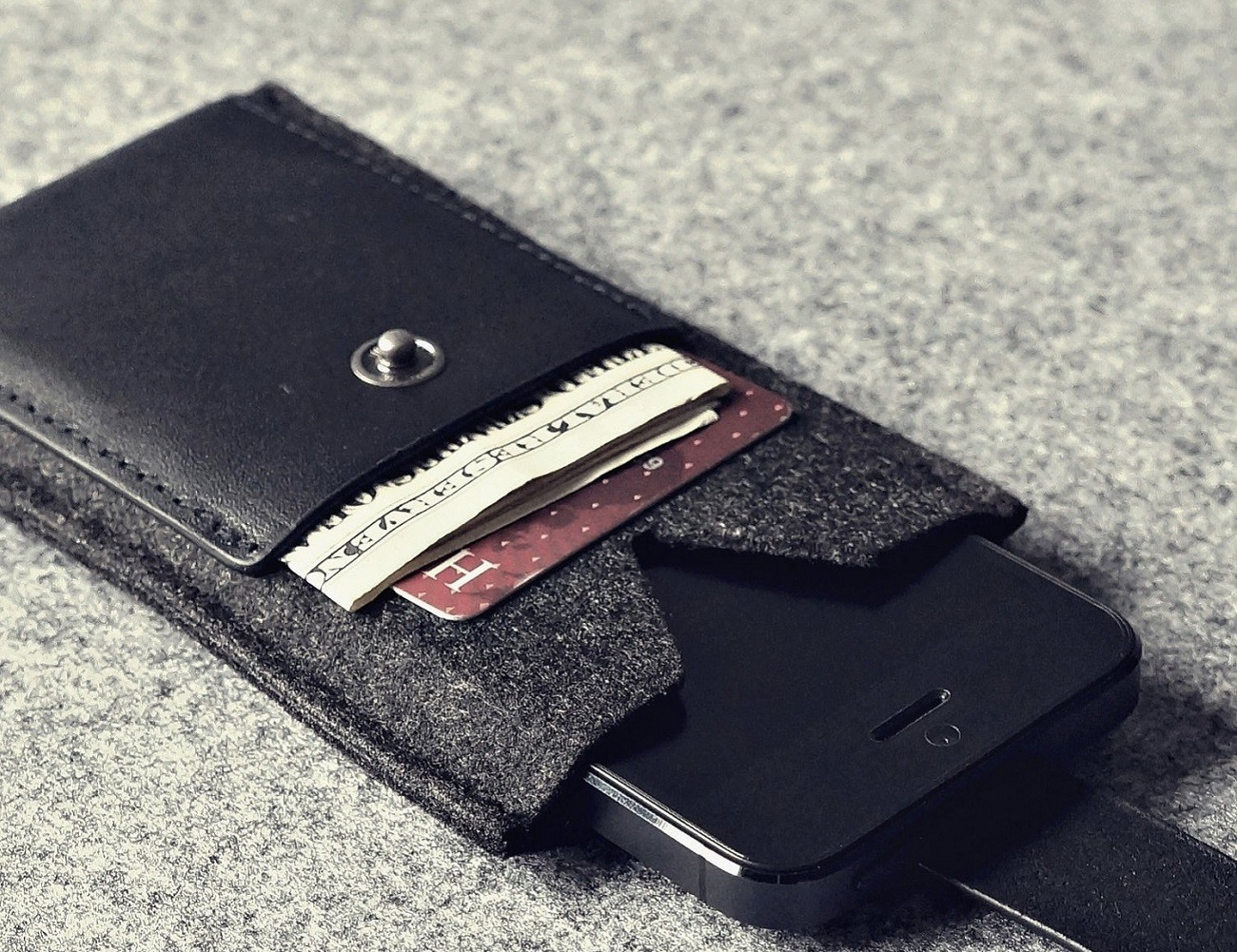 Charbonize iPhone SE/5s Wallet