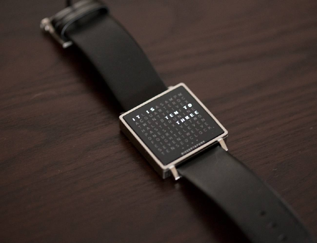 Qlocktwo Watch – Time Display in Words