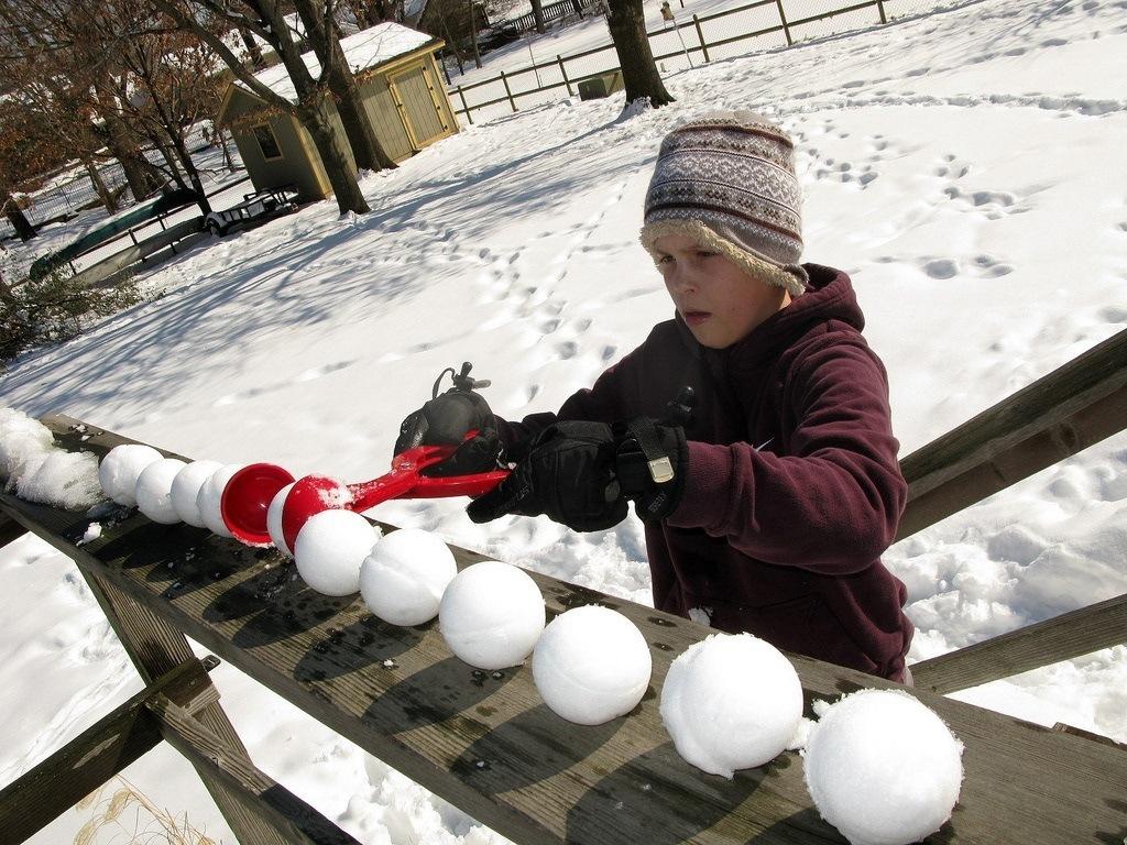 Sno-Baller+Snowball+Maker