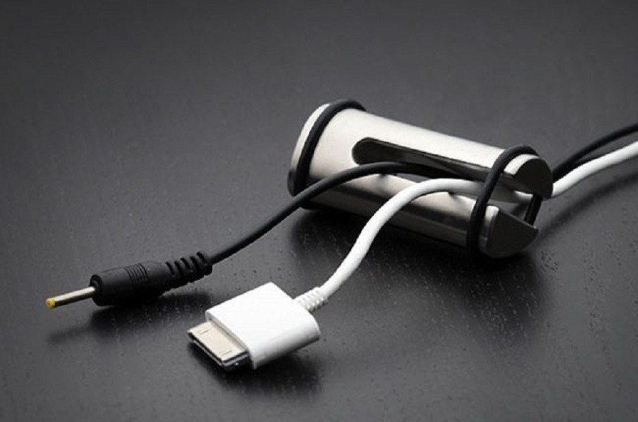 Pinza solid steel cord minder keeps your cables wound