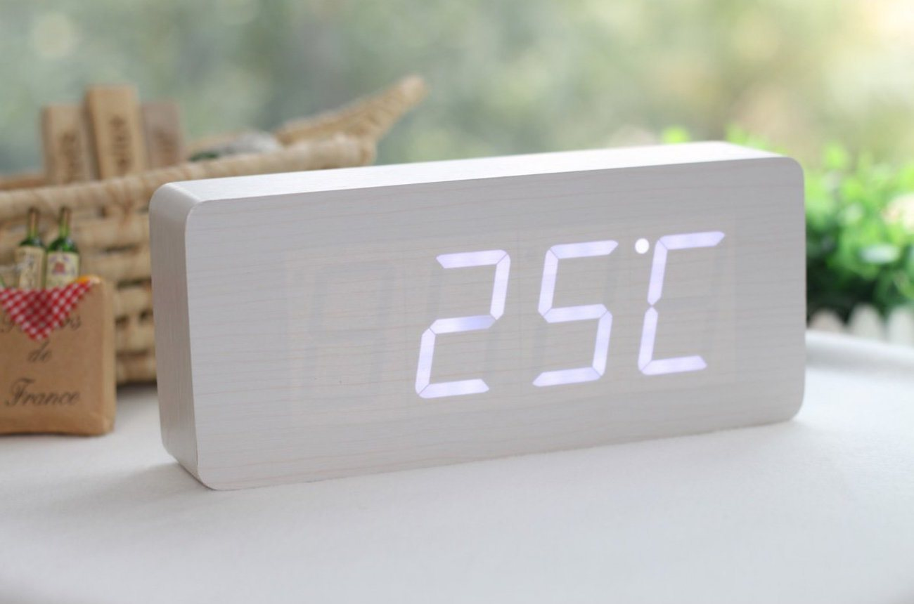 wood-grain-led-alarm-clock-01