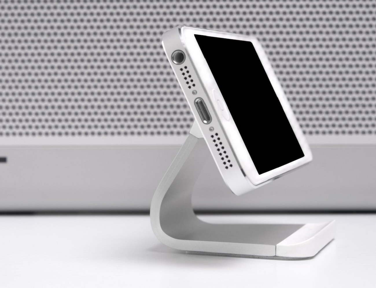 Milo+Stand+%26%238211%3B+For+Most+Smartphones+By+BlueLounge