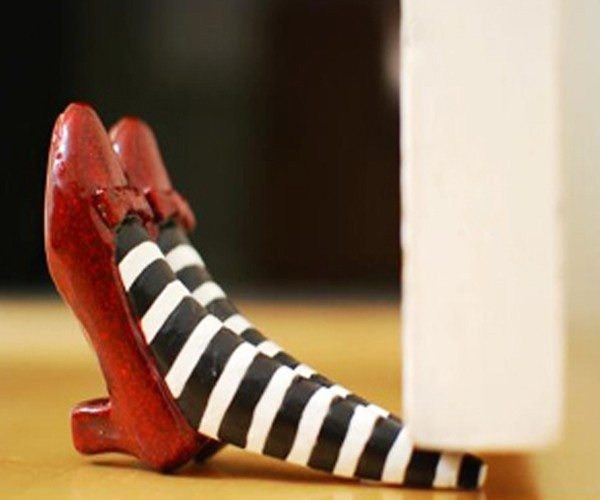 the-wizard-of-oz-red-ruby-slippers-doorstop-01