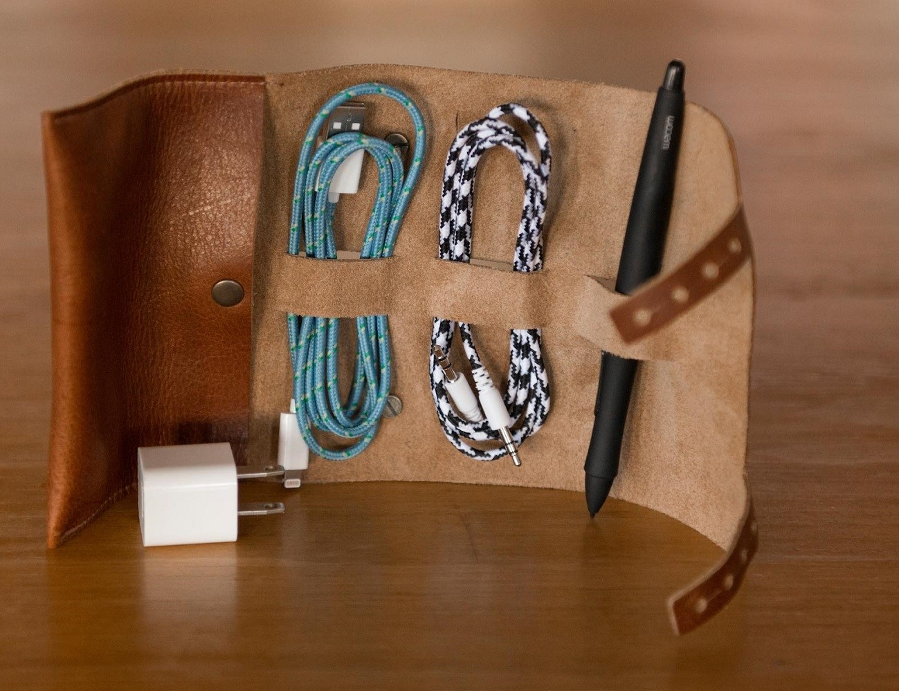 Cordito Cord Wrap – Holds 3 Cables & 2 Plugs