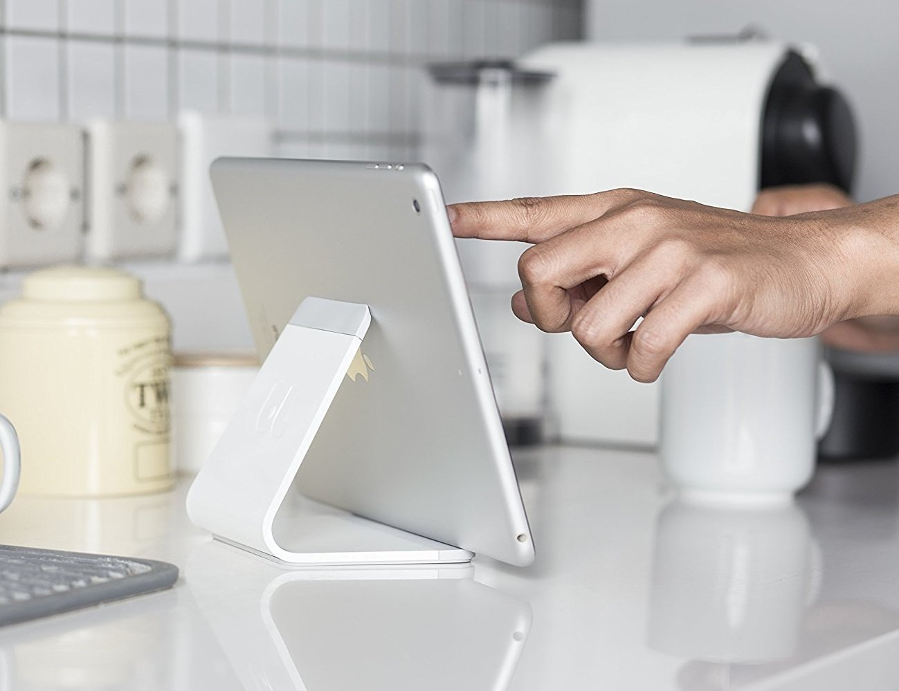Mika – Universal Tablet Stand by Bluelounge