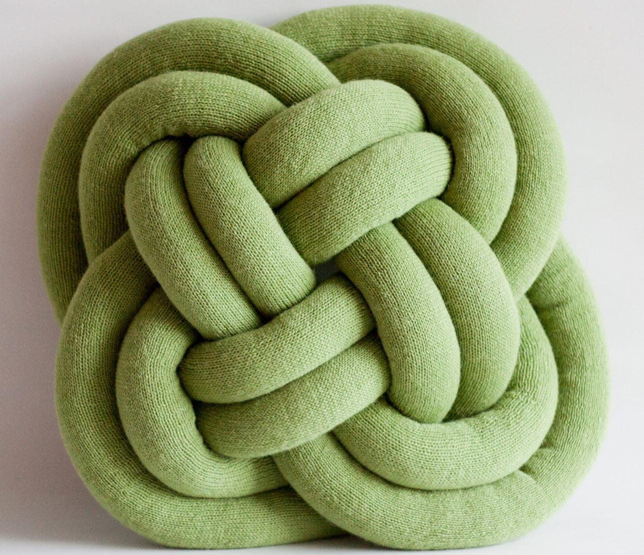 Notknot Pillow Cosy Oversized Knotted Pillow 187 Gadget Flow