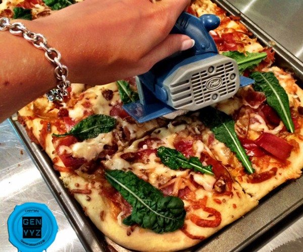 Pizza Boss Cutter – Pizza Cutter by Fred and Friends