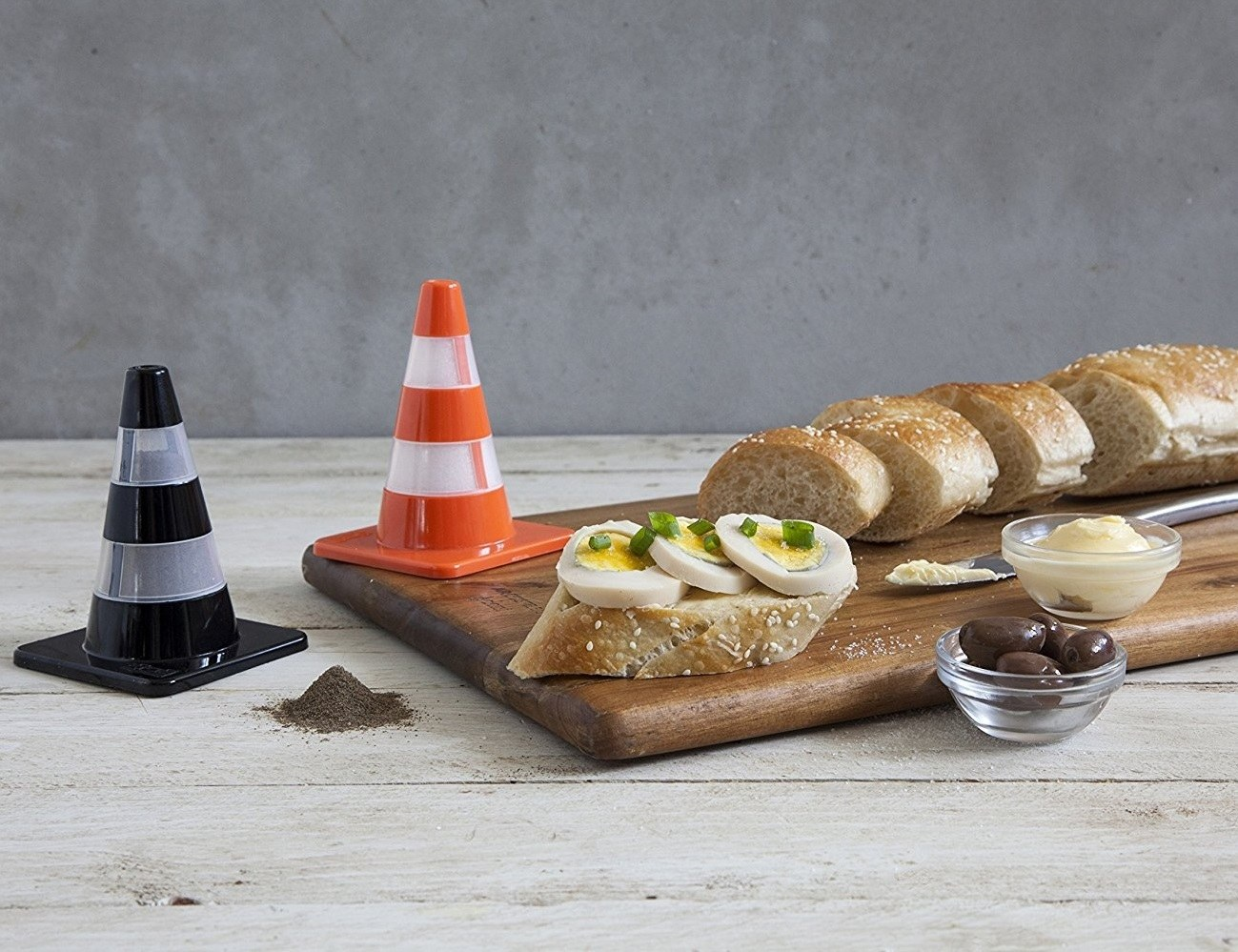 Salt & Pepper Cones – In Classic Cone Shape