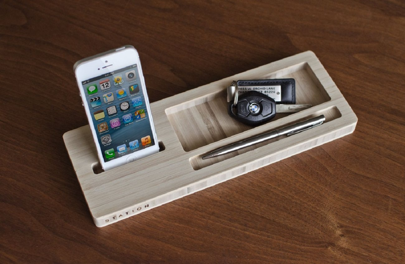 Classic Station – Desk Caddy for your Keys, Phone, and Wallet