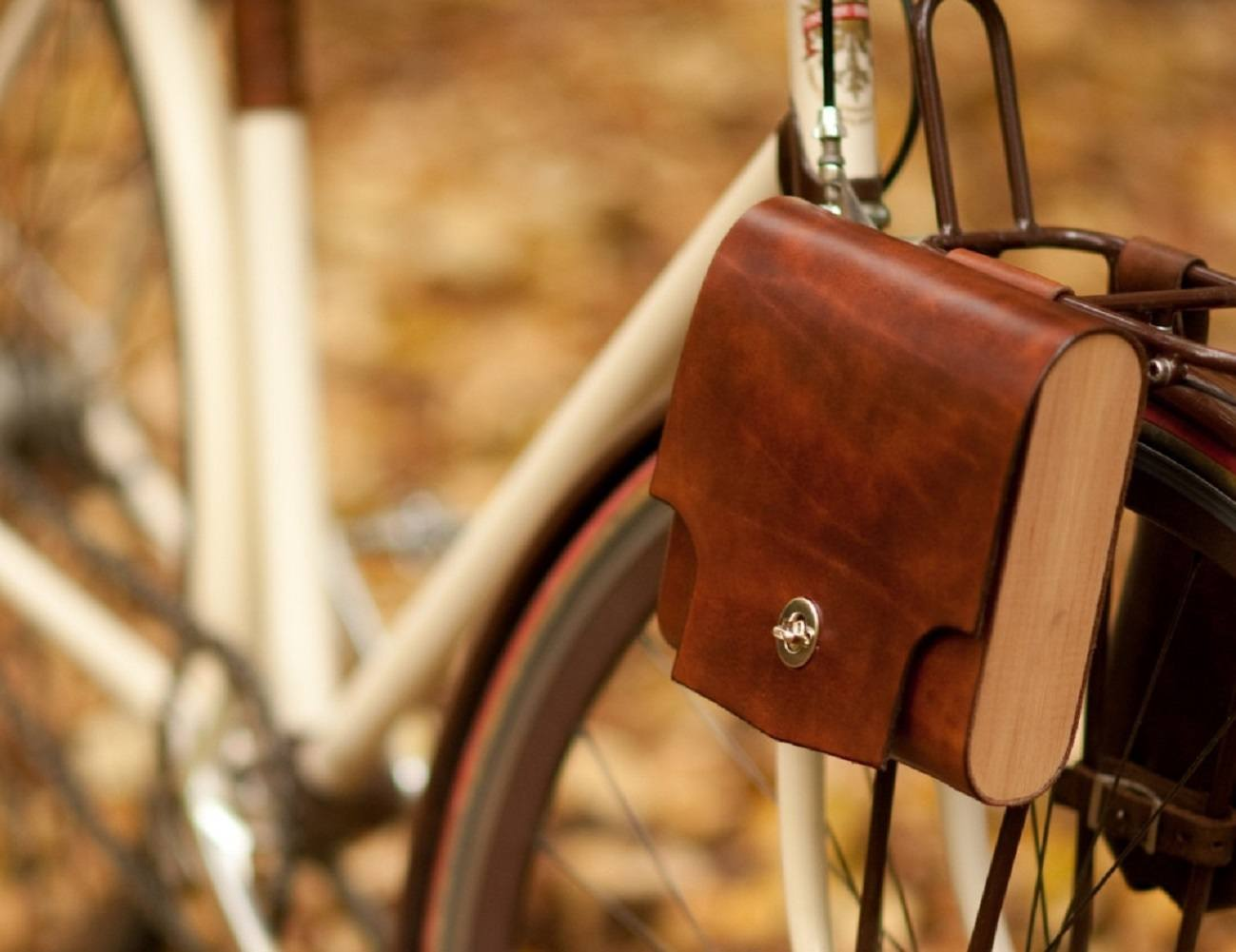 Leather And Cedar Pocket Pannier