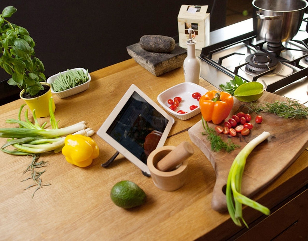 Boomerang iPad Stand