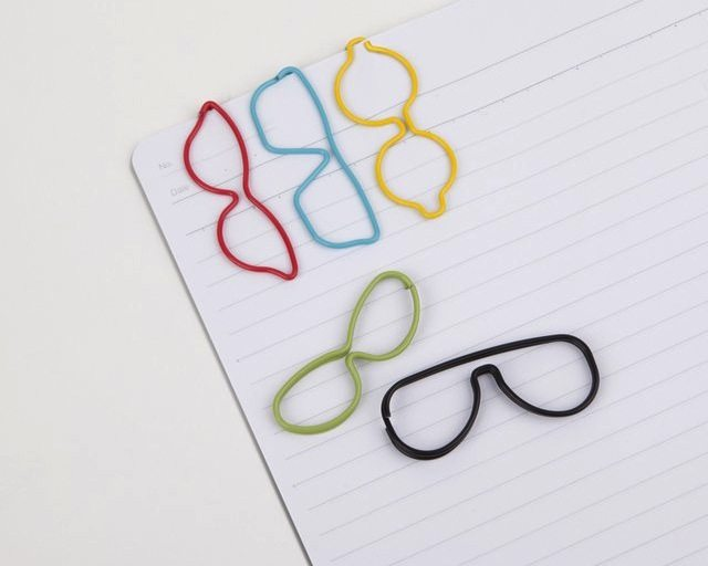 cool paper clips Step by step folding instructions for creating simple design paper airplanes.