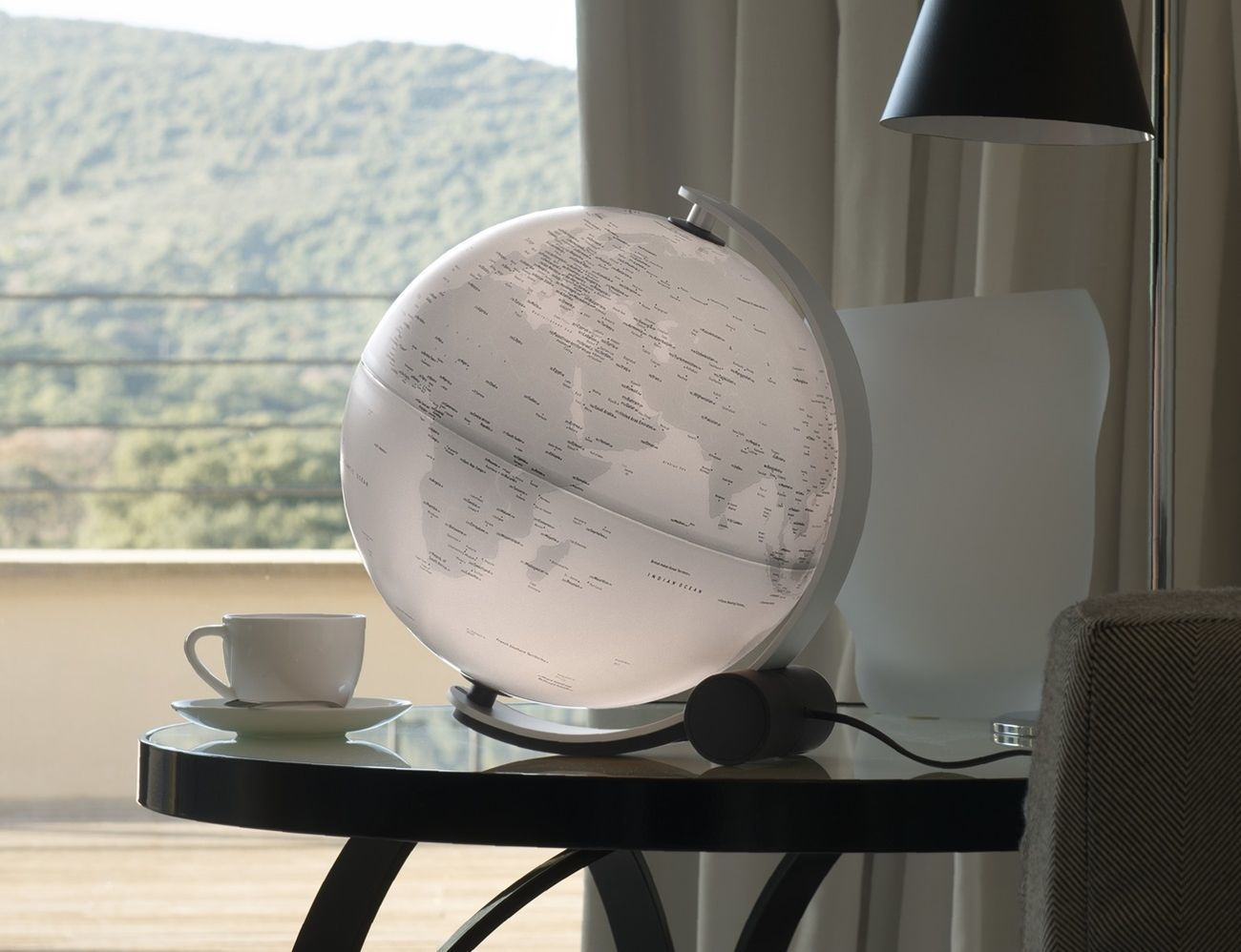 Q-Ball Connection Illuminated Globe