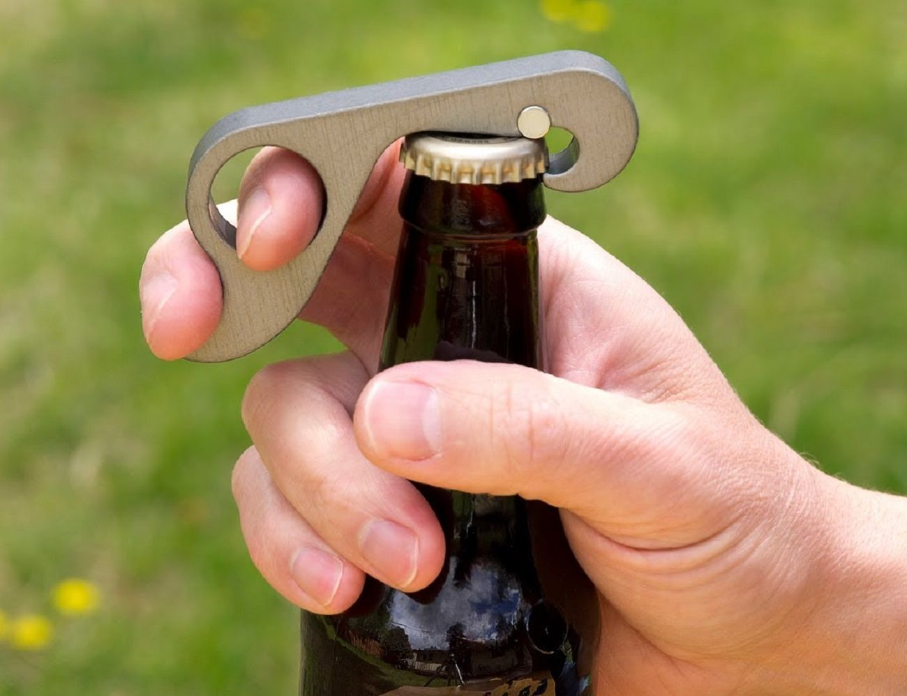 Grab Opener: The One-Handed Bottle Opener