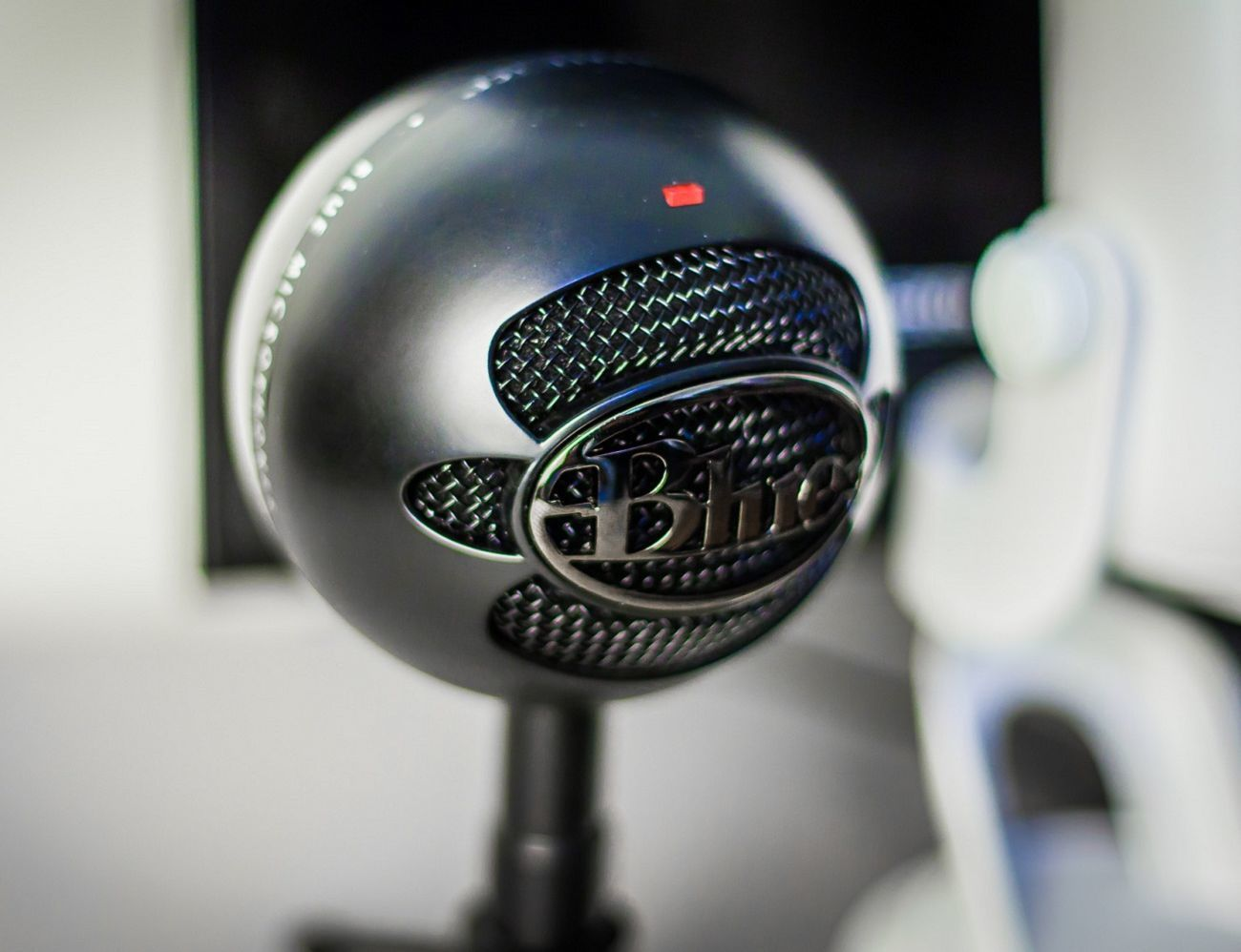 Zd  Rachel King Blue Mic Snowball furthermore Blue Snowball Ice Mic Review furthermore Video Desktoplarge also Best Usb Microphone For Mac Hero also Maxresdefault. on blue snowball microphone