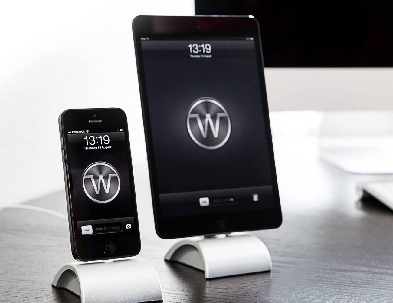 iDockAll Silver Dock for iPhones and iPods