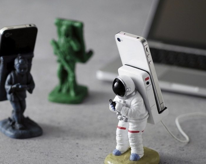 Astronauts-Phone-Stand