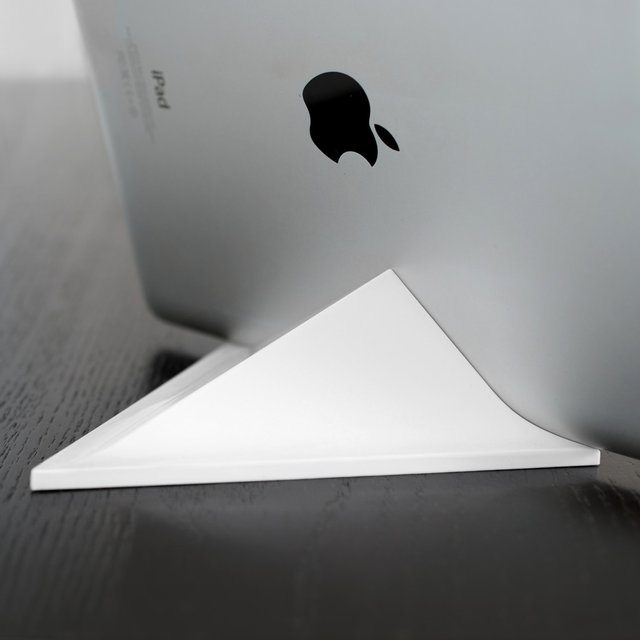 Facet Magnetic Pyramid iPad Stand