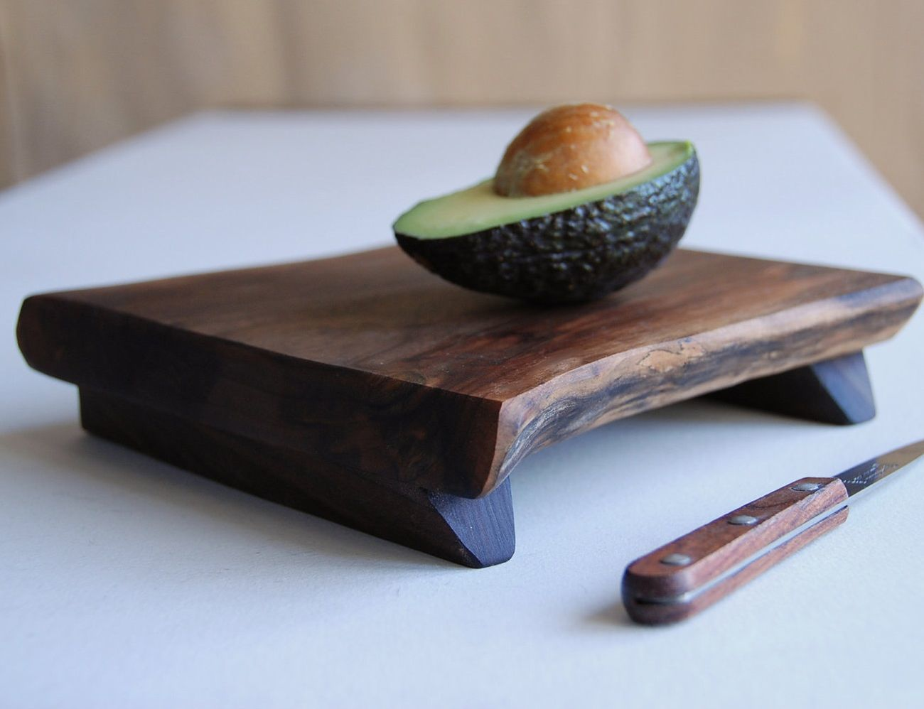 Footed Platte Cutting Board
