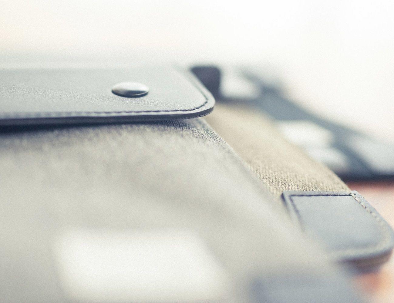 VENQUE Zipsnap iPad Case