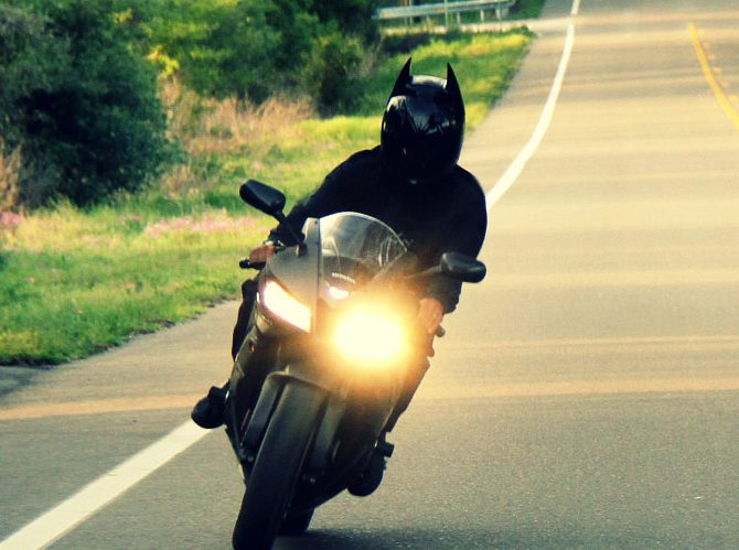 HD100 – Dark Knight Inspired Motorcycle Helmet