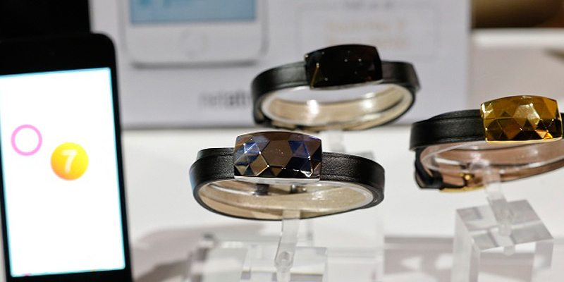 JUNE-bracelet-at-CES-2014