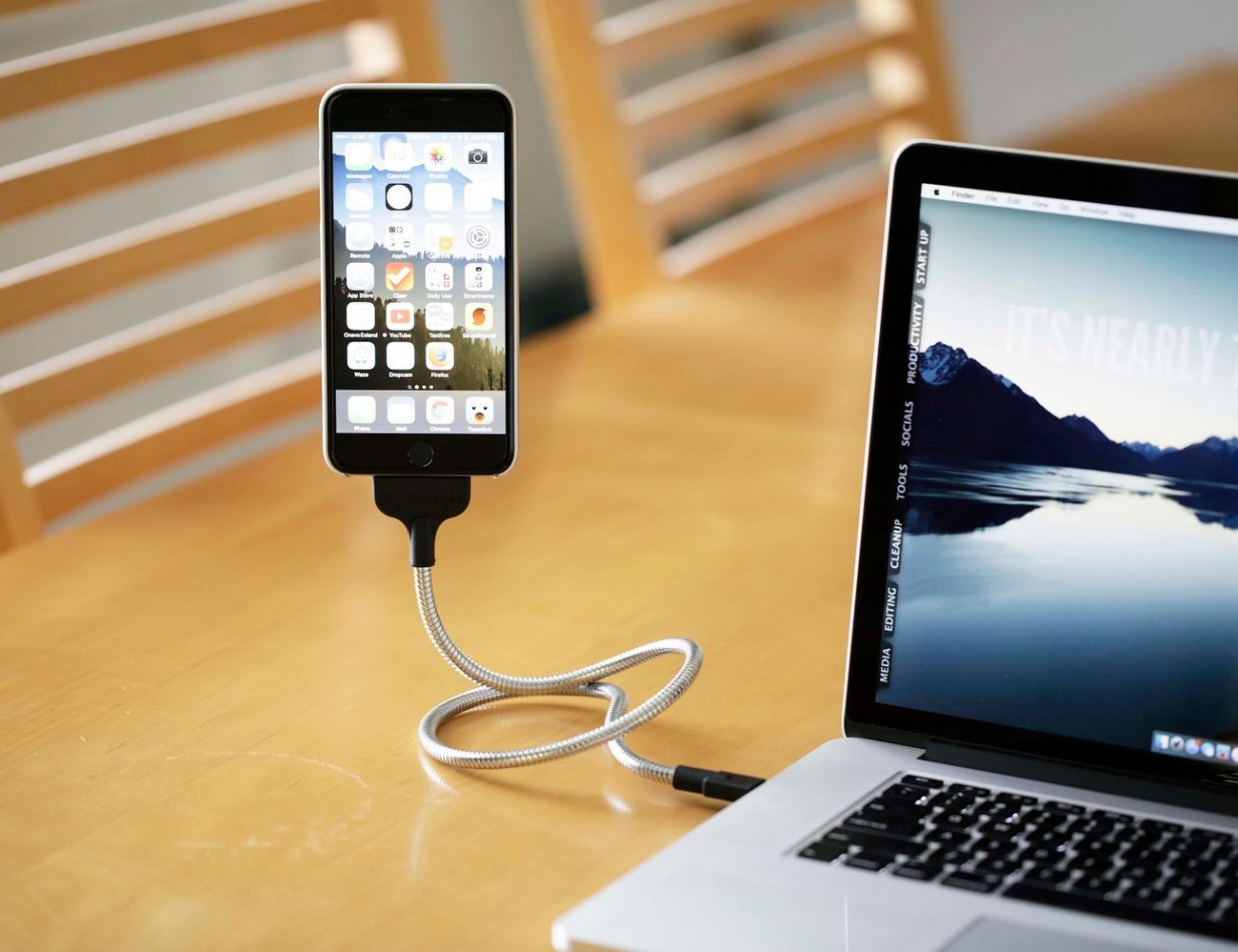 Une Bobine Charger for iPhone