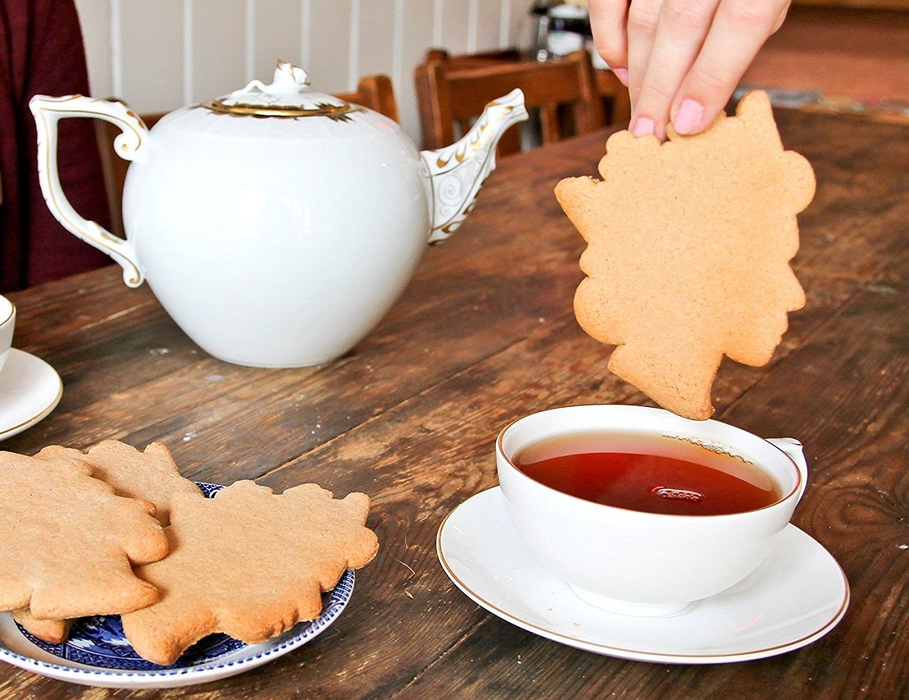 Tea with the Queen Cookie Cutter