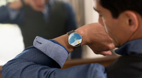 Google's Android Wear Pioneers a Spectacular Platform For Wearables, Starting With Smartwatches