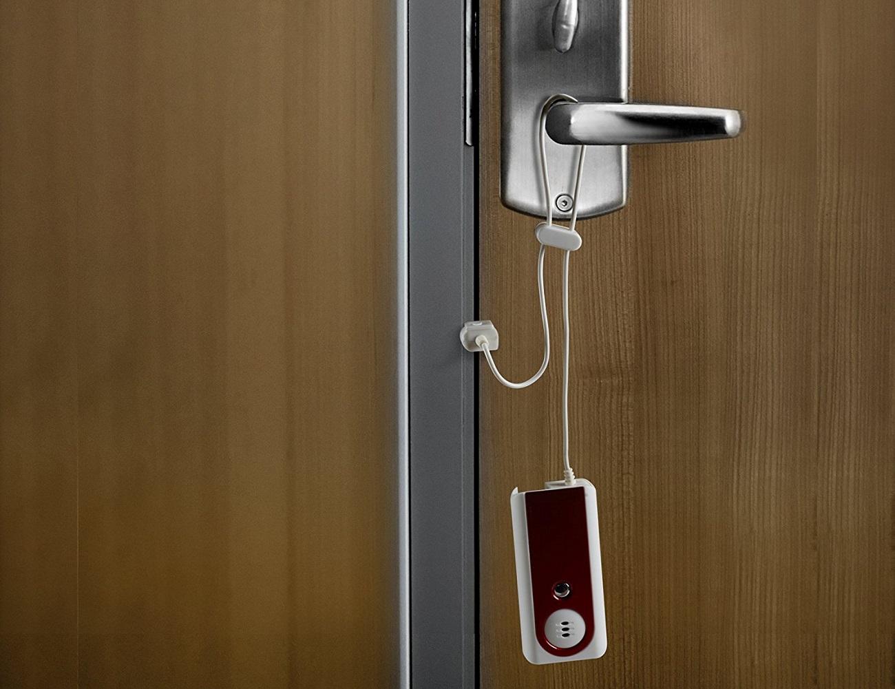 Motion Sensitive Portable Door Alarm ... & Motion Sensitive Portable Door Alarm » Gadget Flow pezcame.com