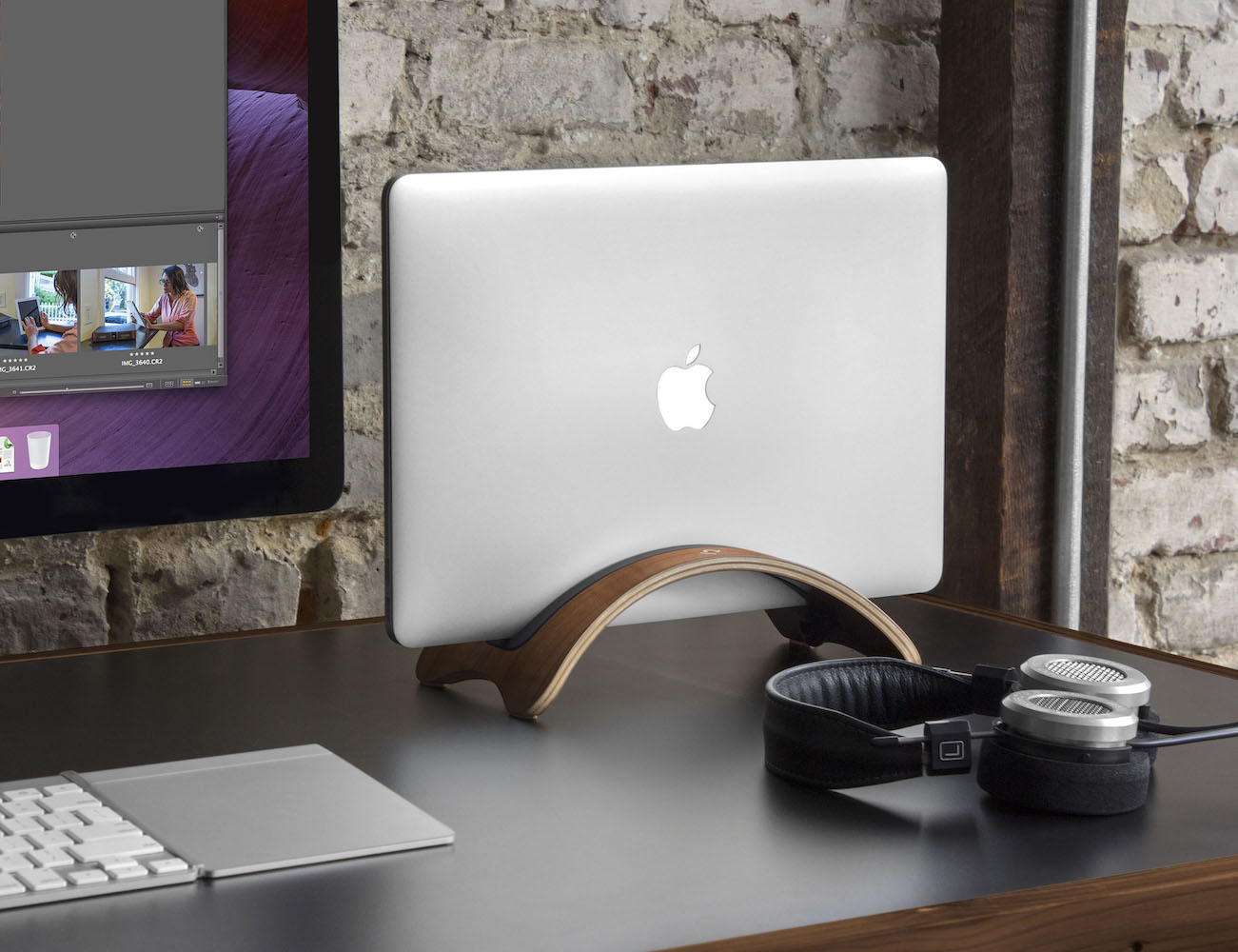 Bookarc Mod – Vertical MacBook Stand by Twelve South