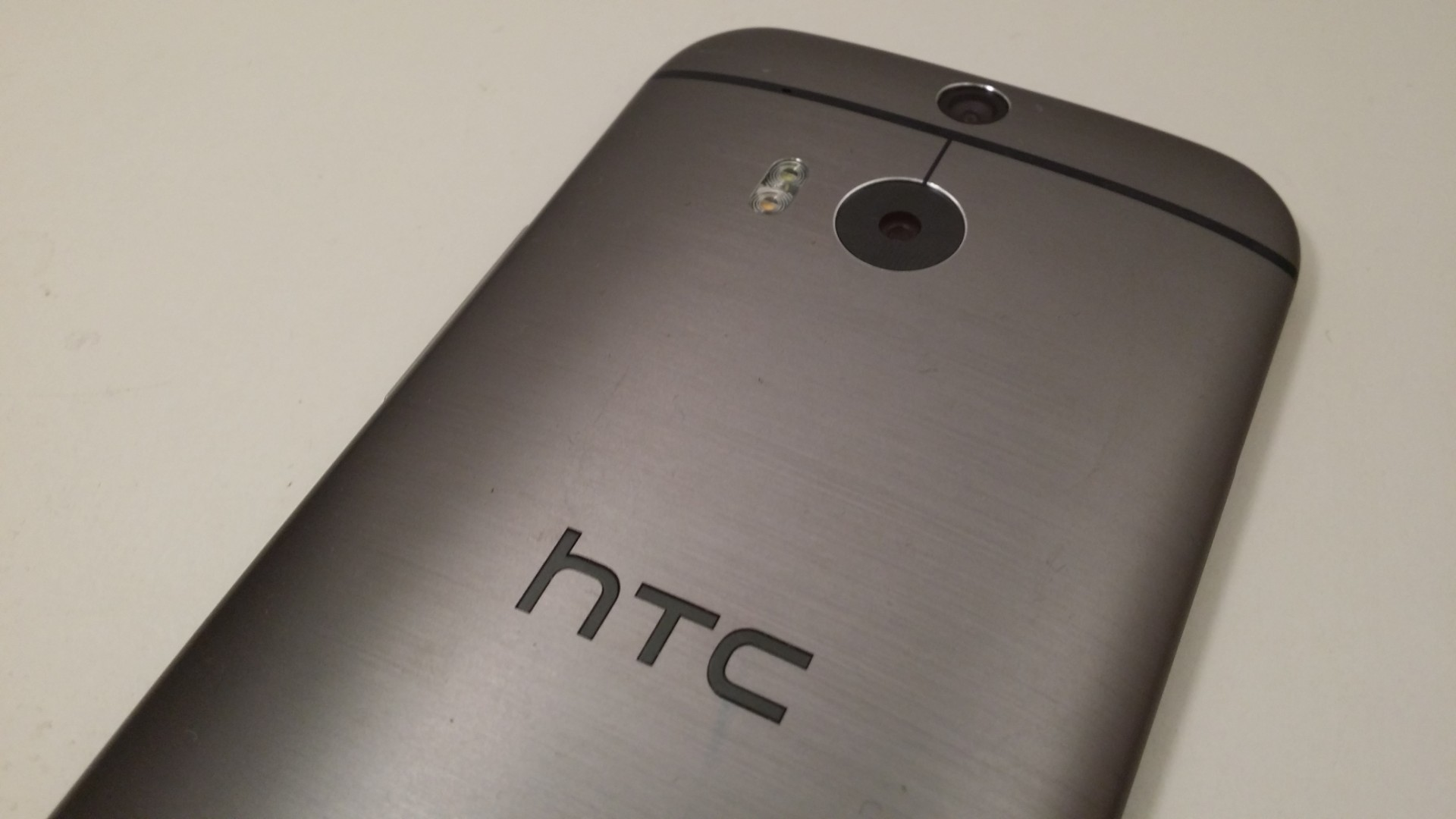 Hands On Review of the HTC One (M8): Simply the Best