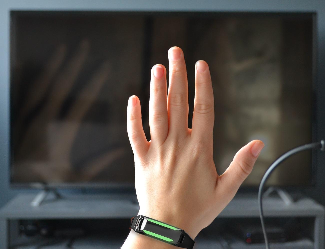Iro By Ironova:The First Universal Smartband
