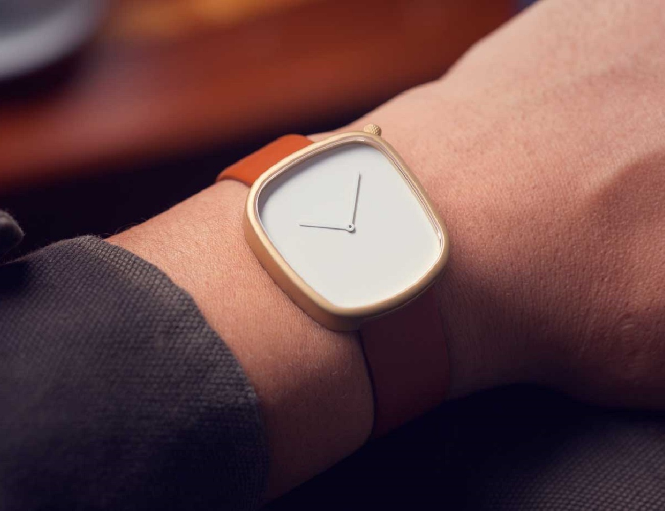 Pebble 05 Gold Watch