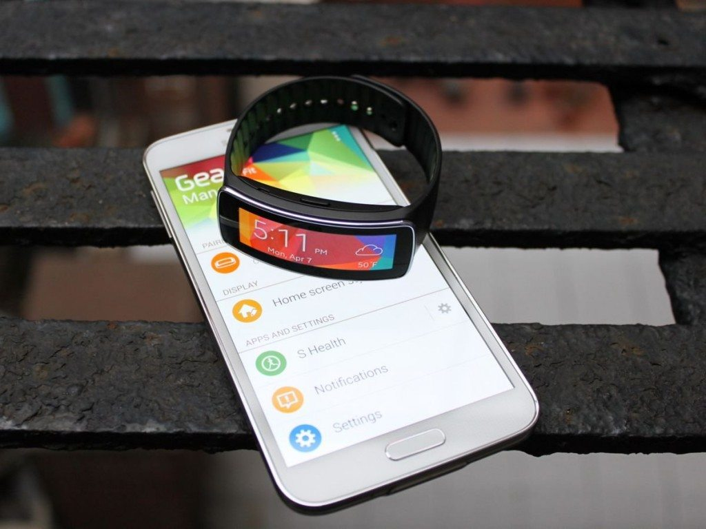 the-gear-fit-pairs-with-your-samsung-galaxy-phone-via-bluetooth-and-a-special-app-called-gear-fit-manager