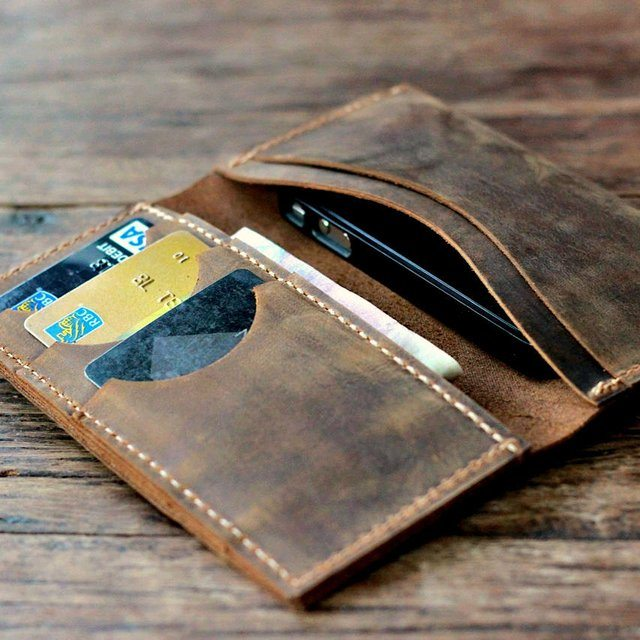 Distressed Leather iPhone SE/5s Wallet