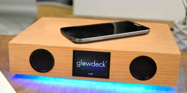 Charge Your Phone Wirelessly with Glowdeck, a Companion for Your Smartphone