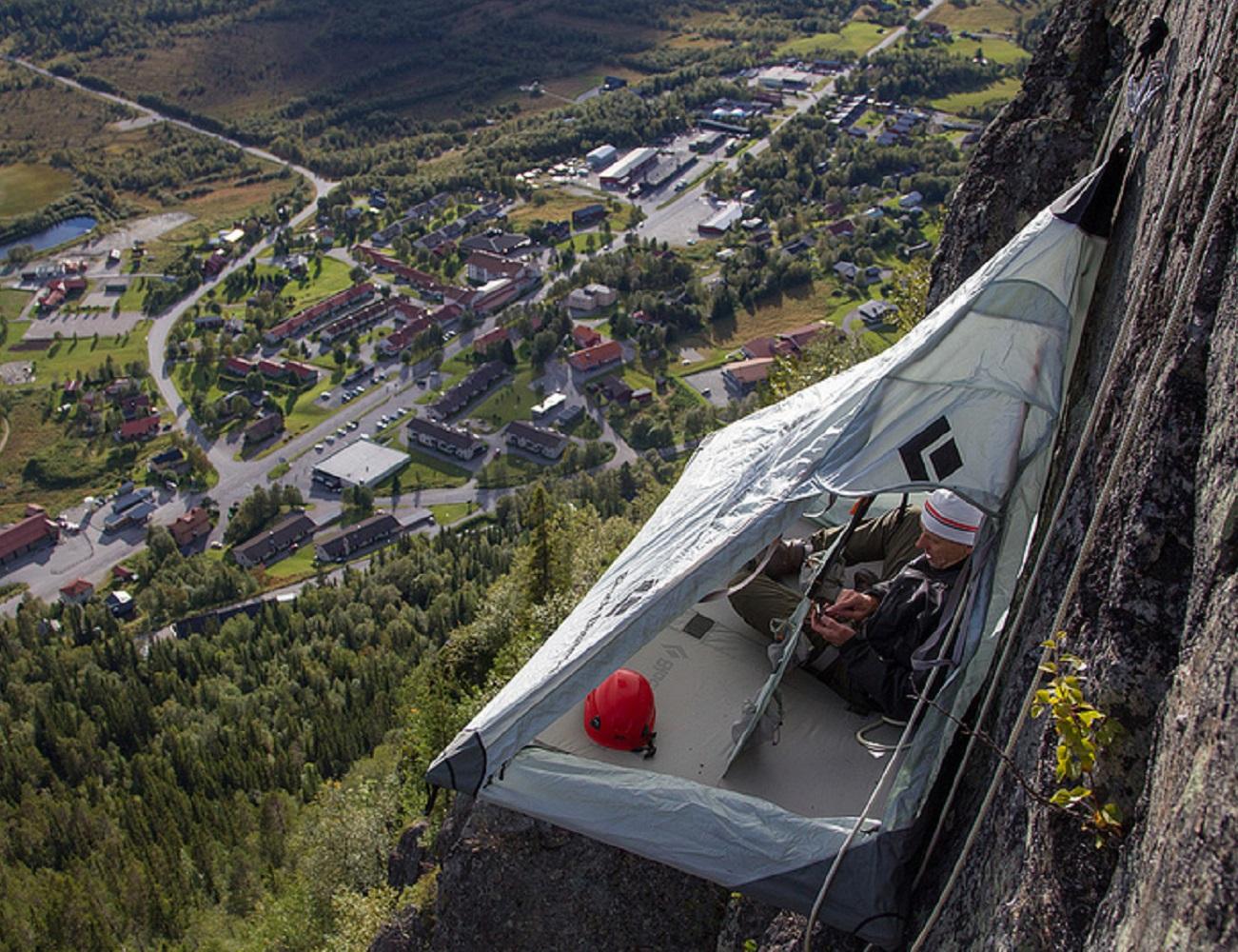 hanging cliff cabana gadget flow. Black Bedroom Furniture Sets. Home Design Ideas