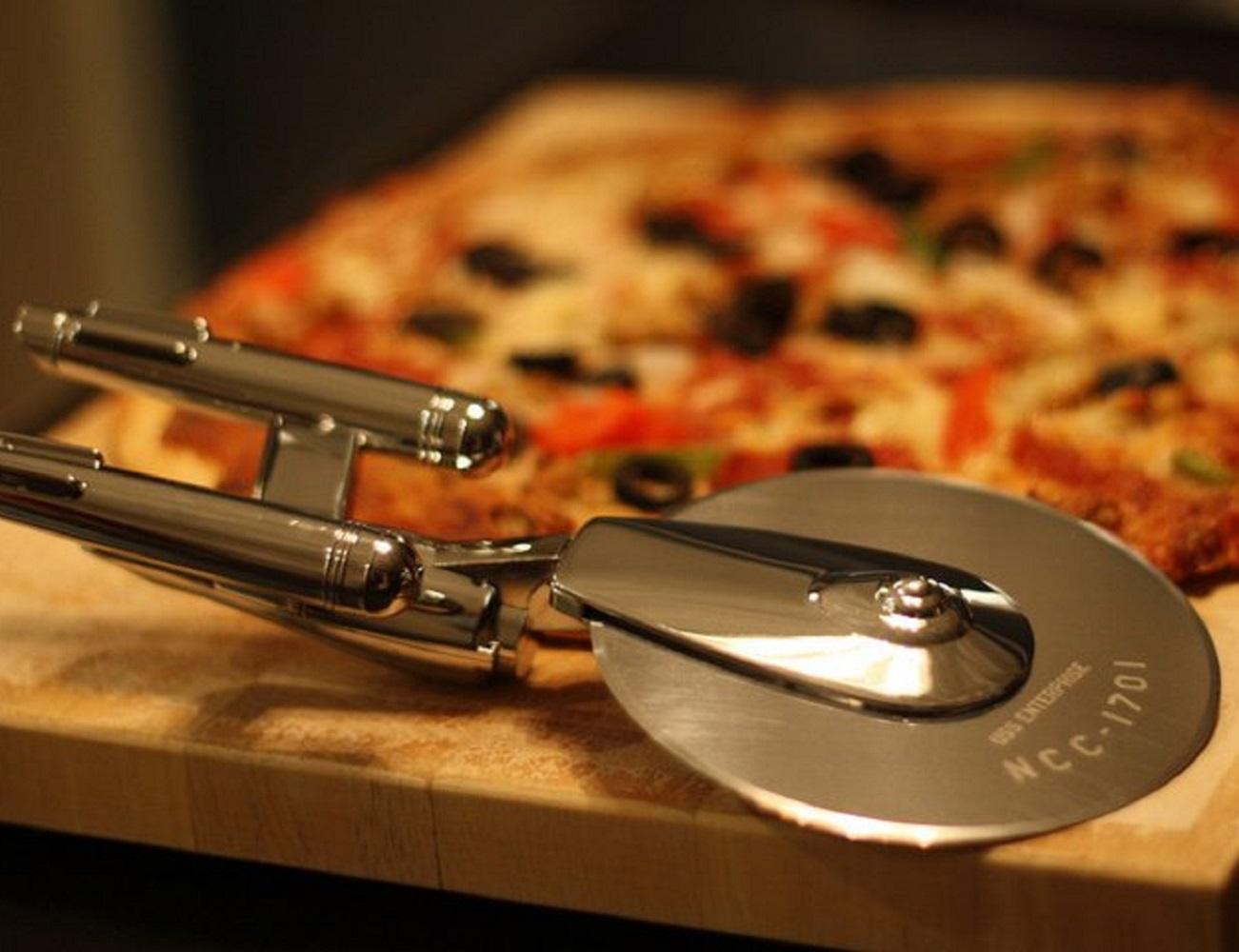 Star+Trek+Enterprise+Pizza+Cutter