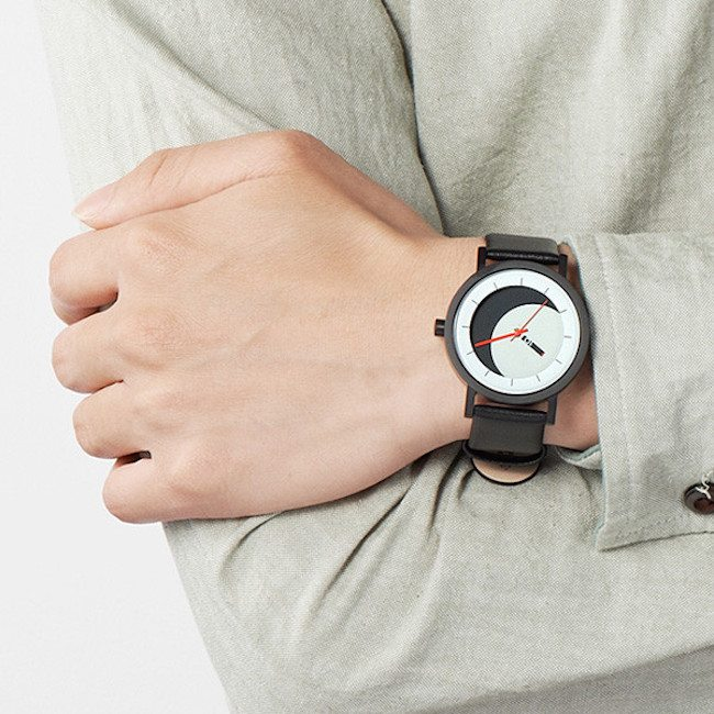 The Lunaround Watch