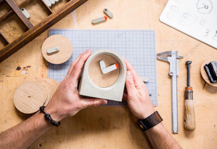 MOAK Concrete Table Clock