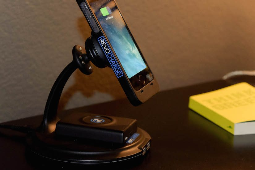 magnetic-snap-on-wireless-charging-system-04
