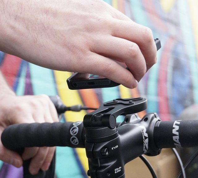 magnetic-iphone-bike-mount-by-proper-01