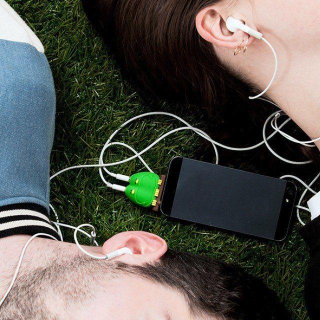 Lovebirds Headphone Splitter