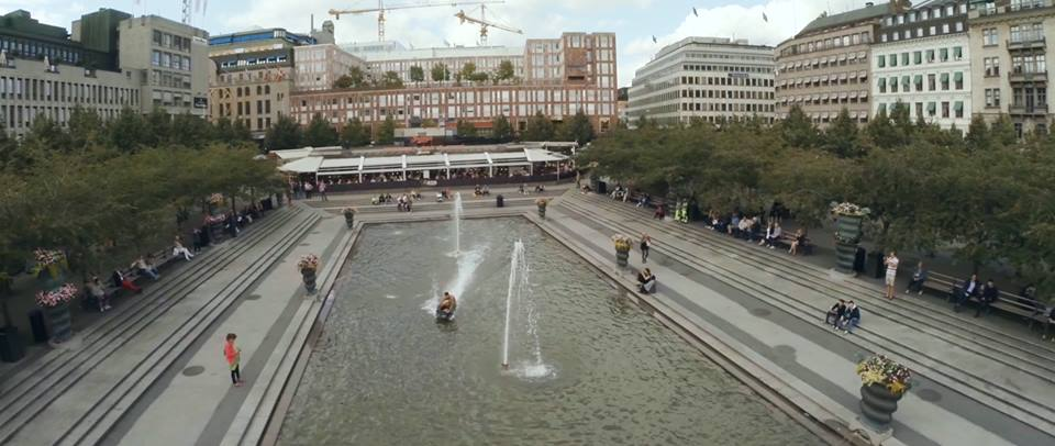 Radinn Electric Wakeboard riding in city over fountain