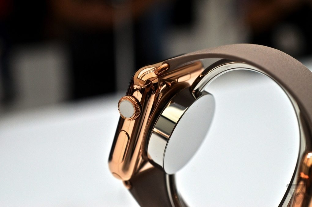 iwatch3015_verge_super_wide