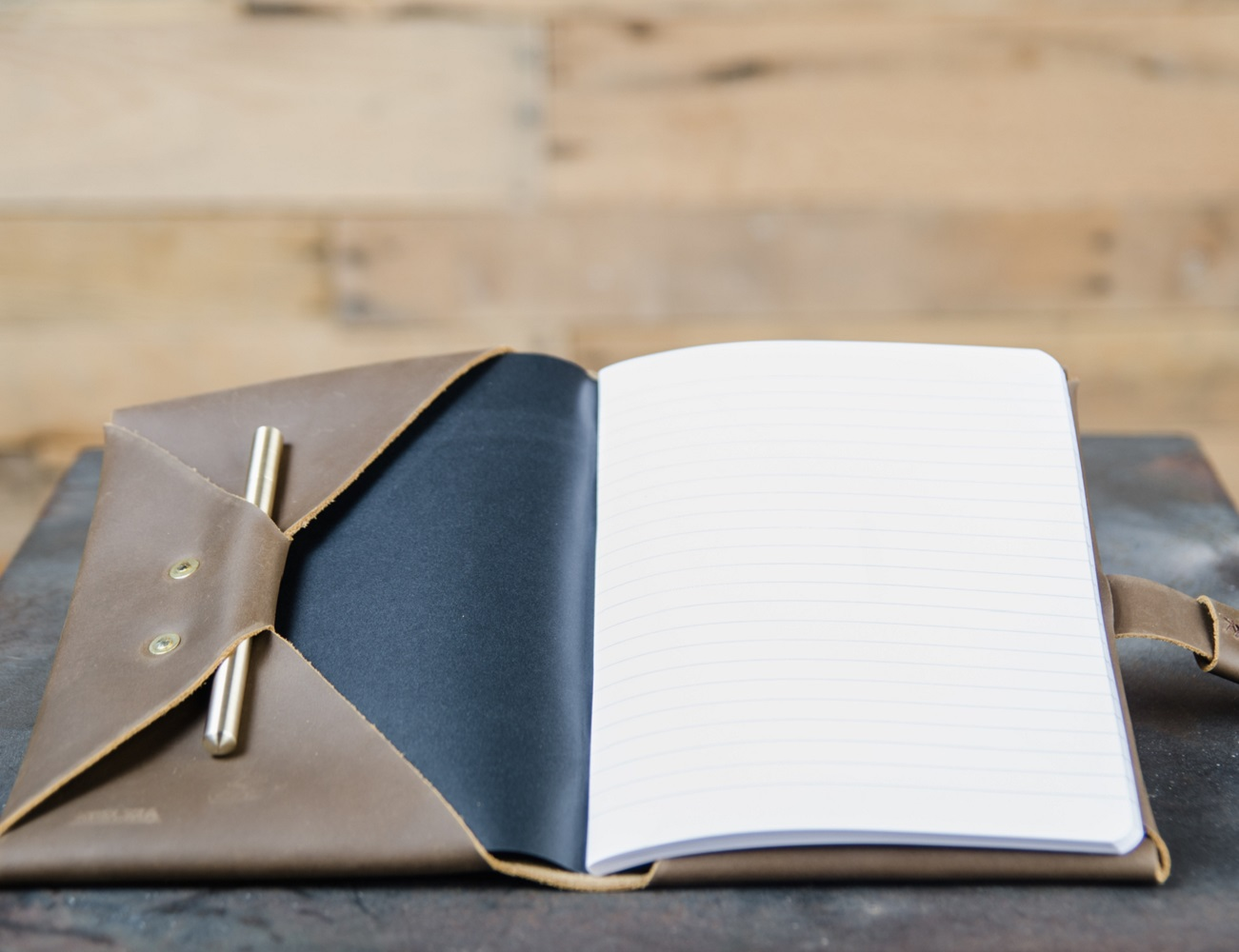 Ateleia Brass Pen And Leather Journal