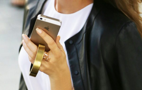 Q Bracelet is a Style-Smart Wearable For the Power Hungry Smartphones